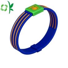 Пользовательский силиконовый браслет с двумя цветами Мягкий тисненный браслет