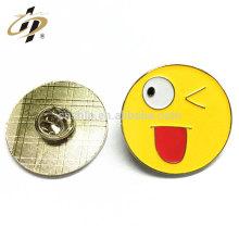 2016 muestra gratis promoción regalo suave esmalte emoji collar pin insignia con tarjeta
