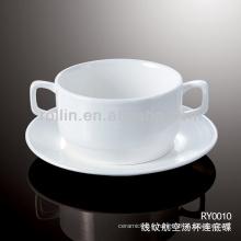 Assiette et soucoupe de soupe de porcelaine blanche