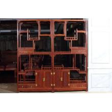 una estantería antigua Birmania Padauk con estilo Ming