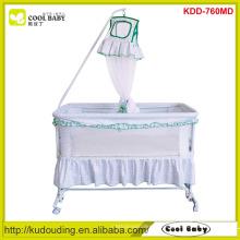2015 Cama do balanço das crianças do fabricante com rede do mosquito As rodas 4pcs podem ser giradas para cima Crib