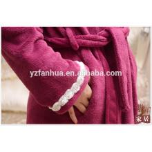 Customed Coral Fleece Bademantel für Frauen mit schönen Dekoration