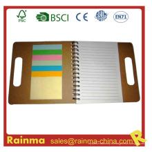 Cuaderno de papel con las etiquetas engomadas