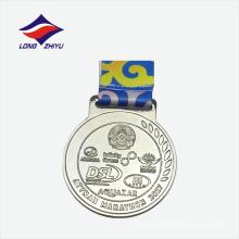 2017 Maratona de cores de prata medalhas personalizadas de metal com preço agradável