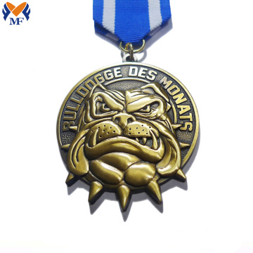 Medalla de metal color dorado bulldog race