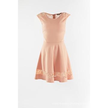 Tricô com vestido de uma peça de renda