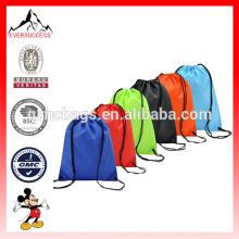 Paquete de 6 bolsas de mochila con cordón Bolsas de embalaje de nylon con asas plegables para hombro 6 colores diferentes (ES-H052)