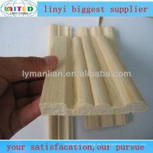 Aus Holz gefertigte Türpfosten aus Eichenholz