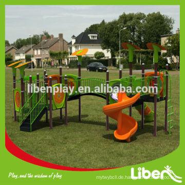 Fabrikpreis Kinderspielplatz eingestellt mit kundengebundenem Entwurf vorhanden, im Freienspielplatz eingestellt für Verkauf (LE.QI.015)