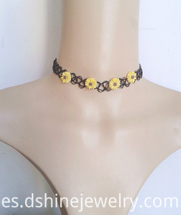 Hot Sale Fashion daisy flower pendant black tattoo choker necklace
