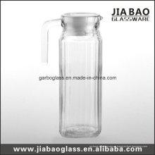 Jarra de vidrio transparente con cubierta