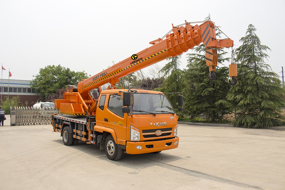 6t T-king Chassis Truck Crane