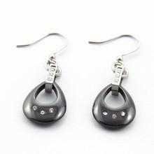 Círculos de cerámica negra de acero inoxidable cuelgan los pendientes para las mujeres