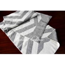 Bufanda hecha punto de la cachemira con el modelo grande de la raspa de arenque del telar jacquar