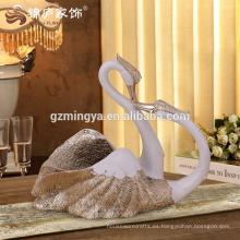 2016 nuevo diseño árabe amor resina romántica estatuillas de animales cisne cisne estatua pintado a mano dorada