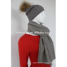 écharpe en cachemire et enveloppes avec des styles côtelés / torsadés