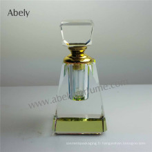 Petite bouteille de parfum en verre avec bouchon en verre