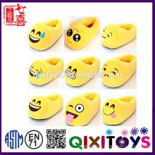 Production professionnelle de haute qualité en peluche confortable enfant intérieur emoji pantoufle