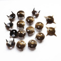 Cone de bronze Nailheads 9mm