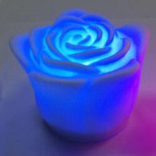 الألوان المتغيرة على ضوء الشموع فلاميليس ارتفع الصمام