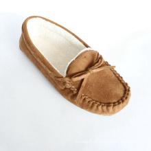 Mulher, loafer, sapatos, amarrado, arco