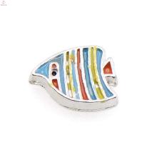Moda colorido peixe encantos, encantos pingente de peixe, peixe pingente medalhão encantos pingente atacado