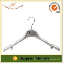 Опытная пластиковая вешалка для одежды Противоскользящая вешалка