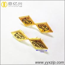 Étiquettes à logo estampées en or brillant à la mode en métal