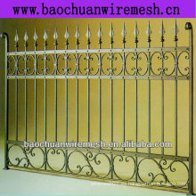 Decorativas y de protección utilizando bella cerca de metal y puertas