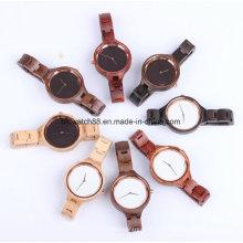 La montre à la main de cerise en bois de quartz observe la mini bande pour des dames