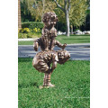 Bronze zwei Kinder spielen Bockspringen Statue zum Verkauf
