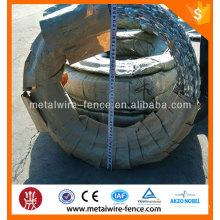 Arame farpado de alta segurança direto da fábrica do concertina para a venda