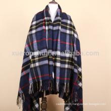 couverture de jet de laine à carreaux bleu foncé