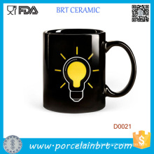 Taza de café de cerámica sensible al calor del bulbo de lámpara