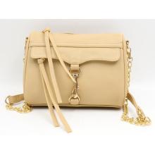 Handtasche mit langer Metallkette