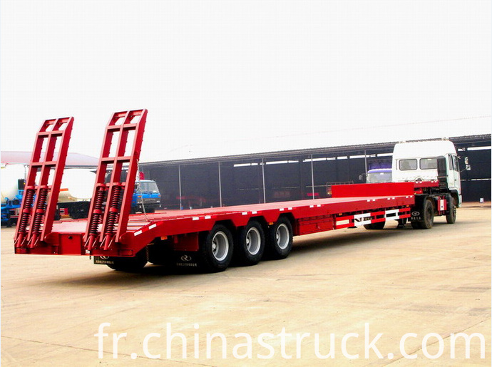 60Ton heavy duty Low bed semi-trailer truck picture 1