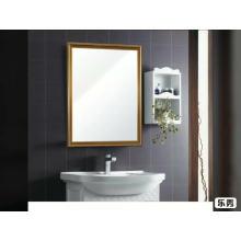 Большое настенное зеркало в ванной на полистирольной основе