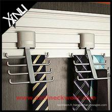 Crochet de cravate en métal