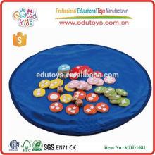 Nuevo producto material de madera contrachapada dados tamaño 22.5 * 22.5 * 5.5 cm OEM niños dados educativos juego de madera MDD-1081