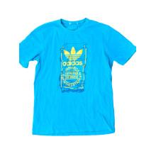 Sommerliches letztes benutztes männliches T-Shirt
