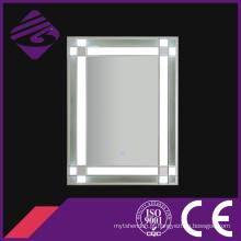O diodo emissor de luz Jnh272 o mais atrasado iluminou o vidro do espelho do banheiro com aparência especial