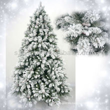 2013 ramas nevadas del pino del árbol de navidad