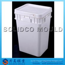 Cubo de plástico con molde de tapa