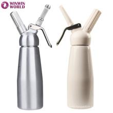El postre colorido colorido equipa Whipper poner crema de aluminio 1 pinta con las boquillas decorativas y el cepillo del tenedor