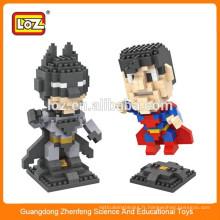 Petits figurants en plastique super man, blocs de construction de tubes en plastique personnalisés, blocs de construction pédagogiques sur les super-héros