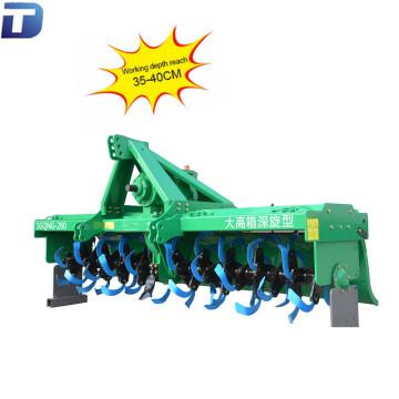 Suelo agrícola preparando el tractor pto rotary timón rotador