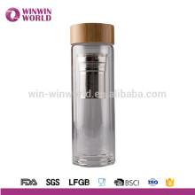 Bouteille d'eau en verre de couvercle de bambou sans BPA de vente chaude avec l'infuseur de thé d'acier inoxydable