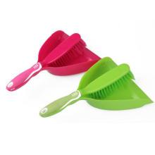 Dustpan de nettoyage en plastique d'usine de BSCI avec la brosse pour le nettoyage de maison