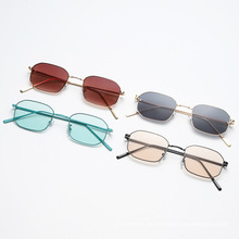 Nuevas gafas de sol de montura pequeña con polígono de moda, gafas de sol de metal de tendencia europea y americana, gafas de sol estilo callejero s21039