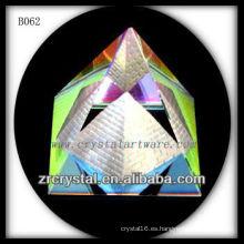 Pirámide cristalina colorida K9